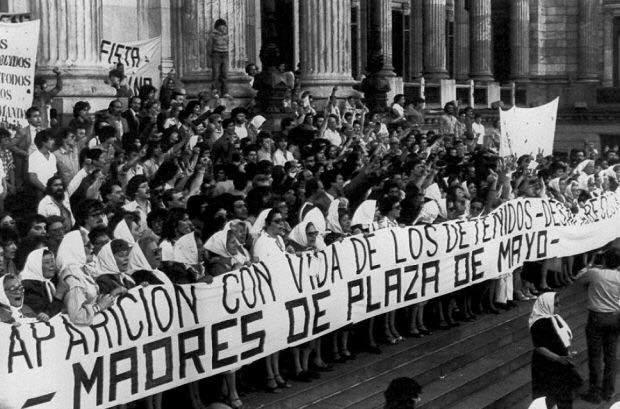 """""""Estamos mal pero vamos bien"""". Il pendolo dell'Argentina dalla dittatura ai giorni nostri"""
