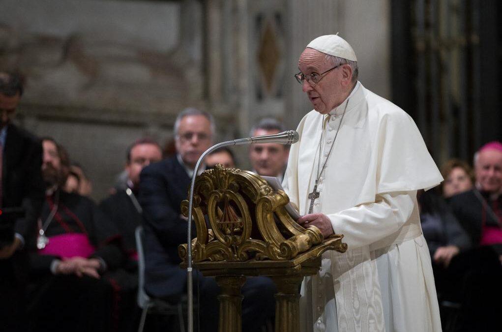 Il Papa a Sant'Egidio: artigiani di Pace e profeti di Misericordia
